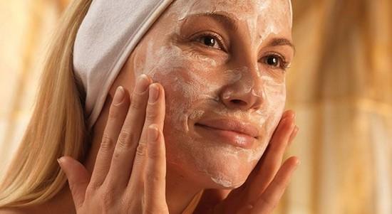 Маска с дрожжами одинаково полезна и для сухой кожи