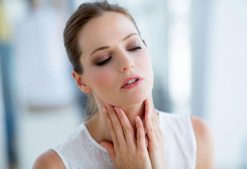 Какие дешевые таблетки помогают от боли в горле?Какие дешевые таблетки помогают от боли в горле?