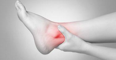 Отекают ноги в щиколотках: причины и лечение
