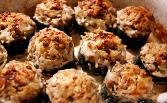 кабачки, фаршированные рисом и мясом, в духовке