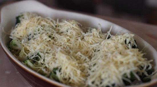 соцветия брокколи с сырным соусом