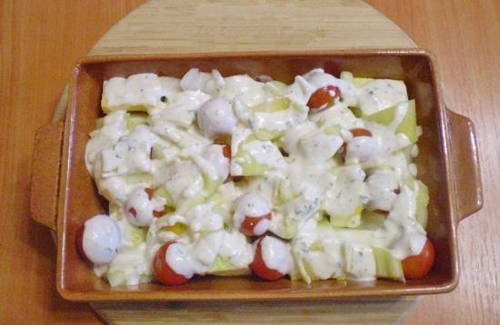 Польем овощи заправкой