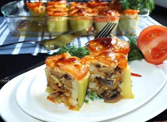 кабачки, фаршированные грибами и сыром