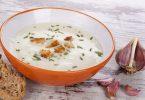 Чесночный суп: рецепт с галушками, стрелками, гренками