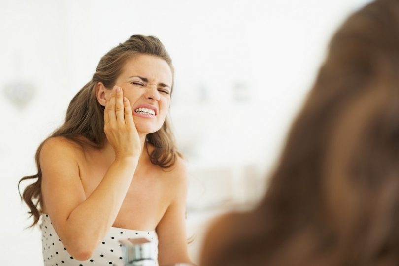 Как справиться с зубной болью в домашних условиях?