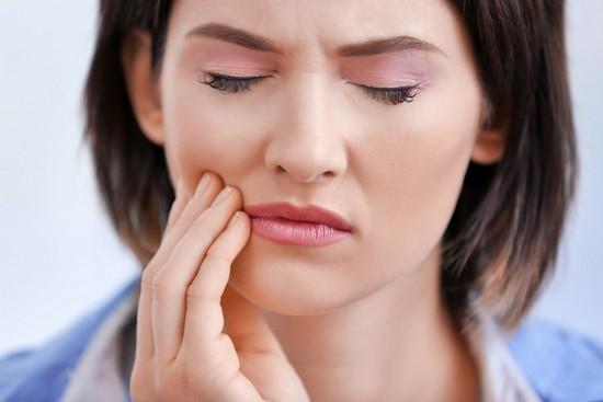 Как успокоить ноющий зуб
