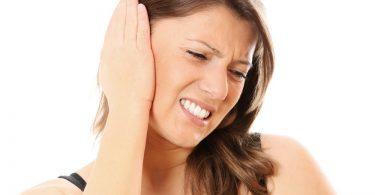 Как избавиться от серной пробки в ухе в домашних условиях?