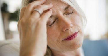 Первые признаки инсульта у женщин (симптомы, предвестники), лечение