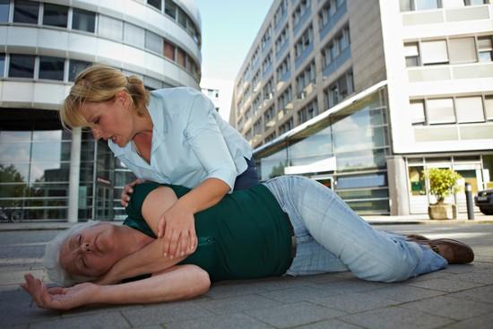 Инсульт: симптомы, первые признаки у женщин, лечение