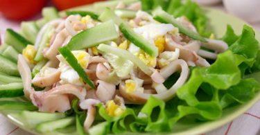 Салат из кальмаров с яйцом самый вкусный (с сыром, огурцом)