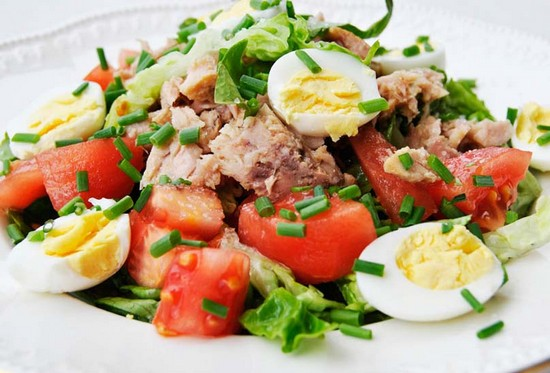 Салат из перепелиных яиц (с креветками, курицей, тунцом): рецепты с фото