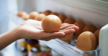 Сколько хранятся вареные яйца (в холодильнике, при комнатной температуре)