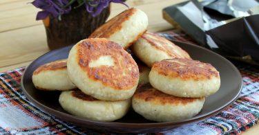 Сырники без яиц: рецепты с манкой, бананом, из творога