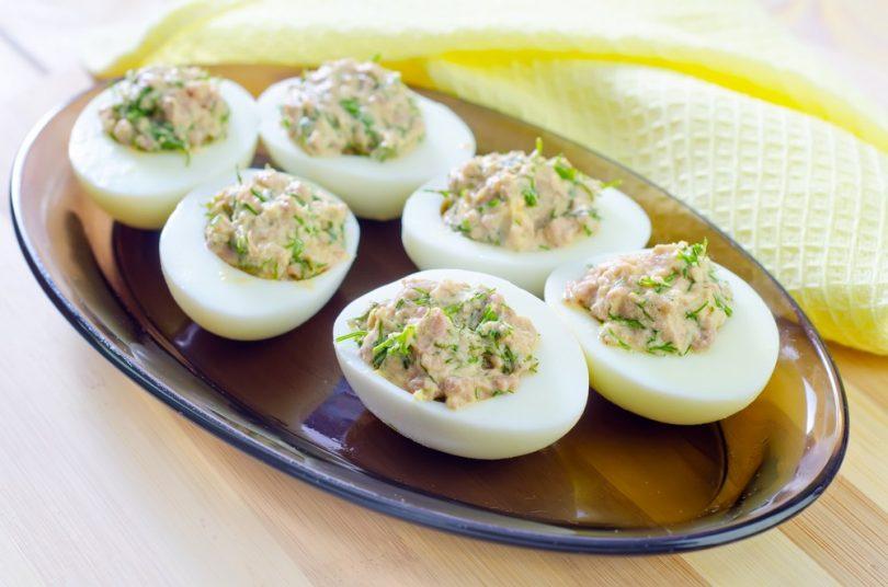 Яйца, фаршированные печенью трески: рецепты