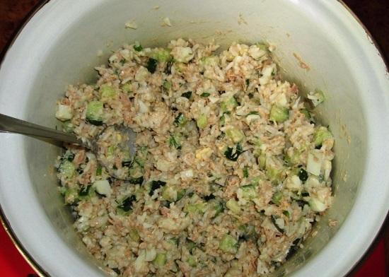 салат с тунцом консервированным и яйцом, огурцом