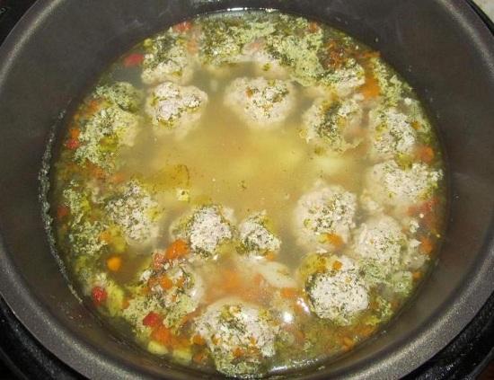 Суп с фрикадельками будет готов