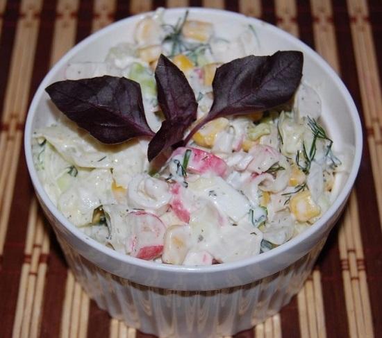 салат из свежей капусты и кукурузы