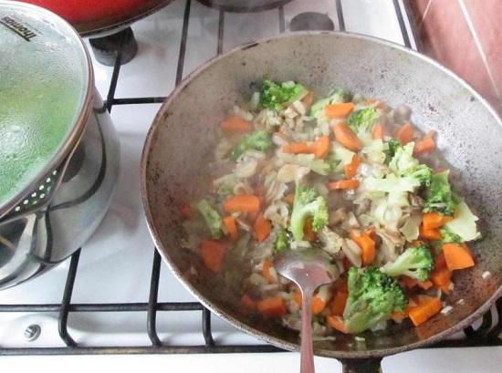 овощи уже подрумянились и размягчились