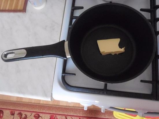 выкладываем мягкое сливочное масло