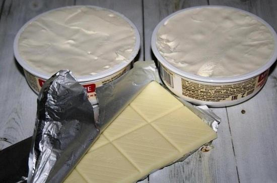 Сыр «Маскарпоне» выкладываем