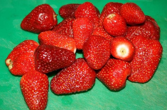 Клубничные ягоды