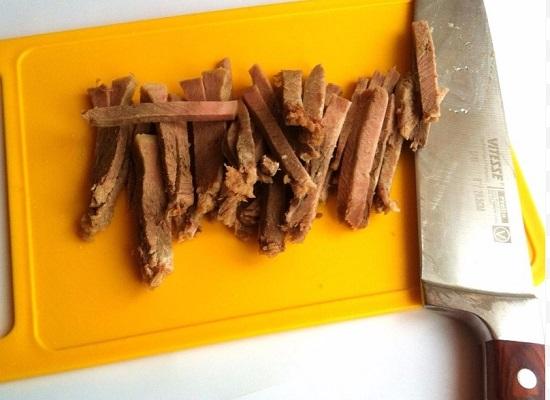 говяжий субпродукт нарезаем